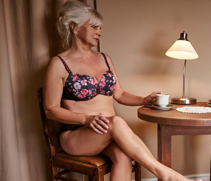 Hania ma na sobie biustonosz z termicznie usztywnianą miseczką i niższym mostkiem, model Sicila (80 d) od marki Kris Line